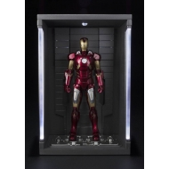 Iron Man 3 - Figurine S.H. Figuarts Mark VII & Hall of Armor Set 15 cm