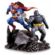 DC Comics - Statuette Mini Battle Batman vs. Superman 16 cm