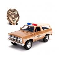 Stranger Things - Réplique 1/24 Chief Hopper's Chevy K5 Blazer 1980 avec badge